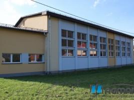 SP Jeleśnia Dolna, okna pcv białem sala gimnastyczna